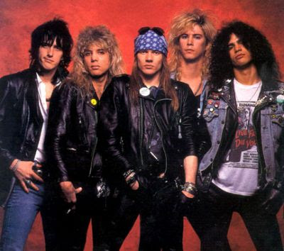 Foto de Guns'Roses posando parados