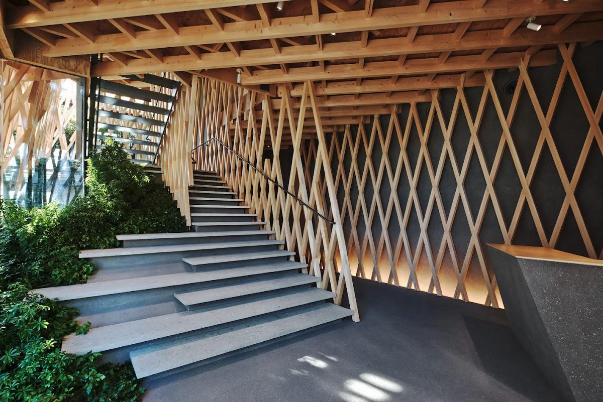 Una celos a de madera para sunnyhills espacios en madera - Celosia de madera ...