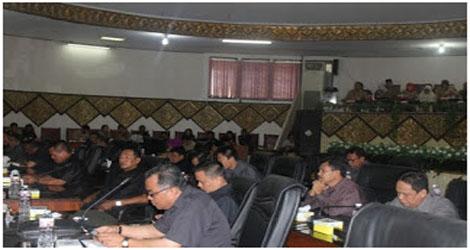 Gabungan Panitia Khusus (Pansus) :Pemko Padang Perlu Memperhatikan Peningkatan Kualitas SDM Pejabat