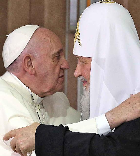 O beijo de Francisco e Kirill no aeroporto de Havana: como o Kremlin desejava