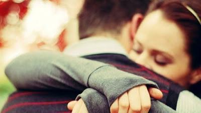 Abrazo de enamorados