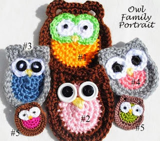 http://translate.google.es/translate?hl=es&sl=en&tl=es&u=http%3A%2F%2Fwww.cre8tioncrochet.com%2F2013%2F09%2Fowl-family-portrait-five-free-applique-patterns%2F