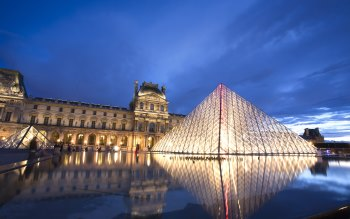 Wallpaper: Louvre Pyramid & Museum