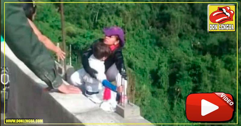 Horror en Colombia : Mujer LOCA se lanza de un puente con su hijo de 10 años