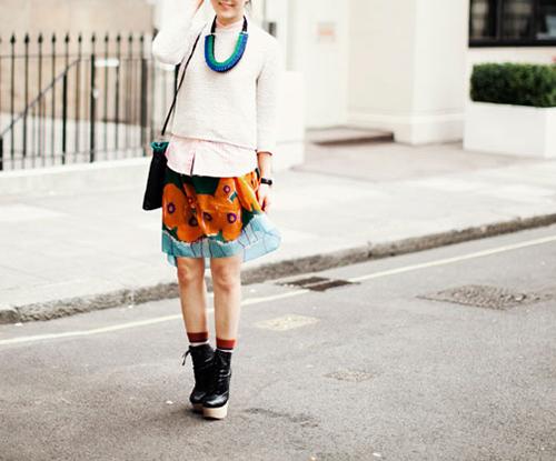 street style con calcetines de rayas