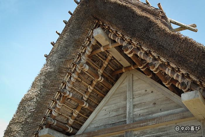 Toit d'une hutte reconstituée, détail, parc Yoshinogari, Saga