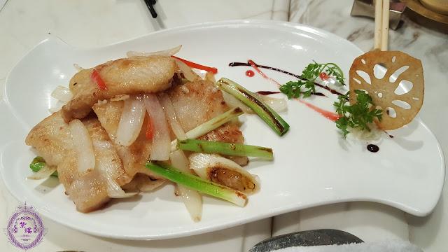 【三蔥燒班塊 – Roasted Garoupa Fillets with Scallion, Spring Onions & Dried Shallot】