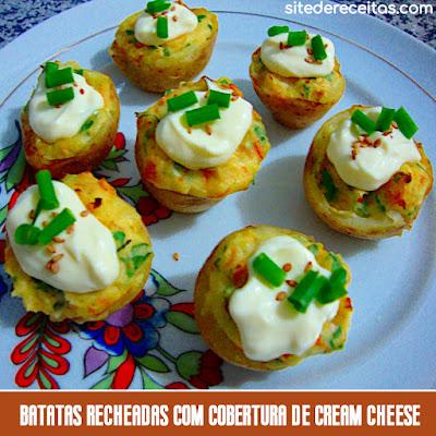 Batatas recheadas com cobertura de cream cheese