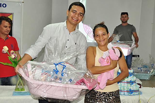 Resultado de imagem para Prefeitura entrega kits de natalidade a famílias de Extremoz