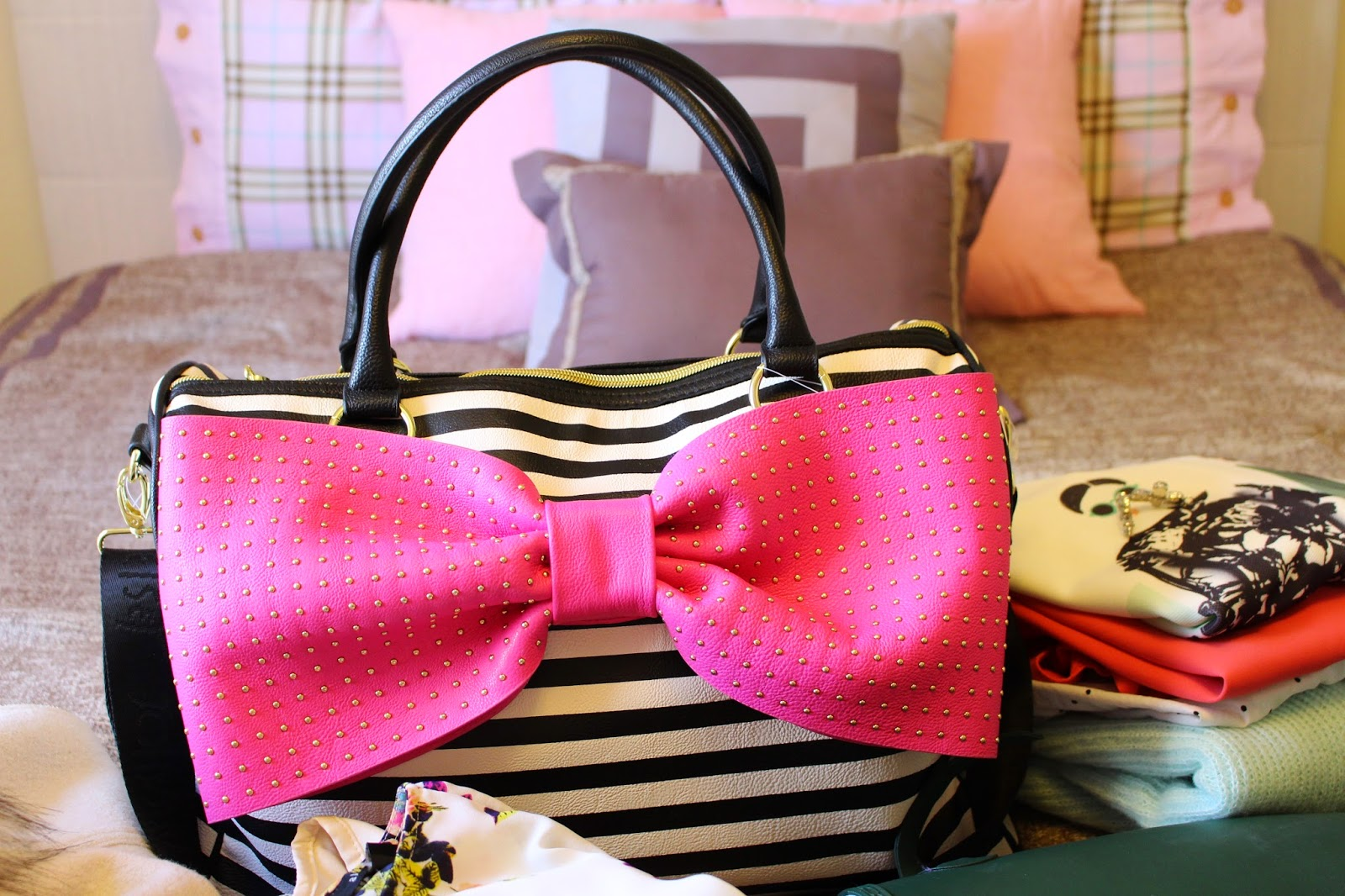 bijuleni - betsey johnson bow travel bag