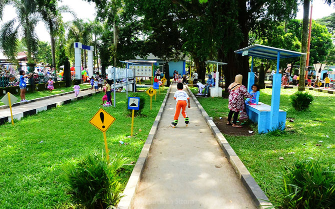 Jalur asyik bermain sepatu roda di Taman Zebra Cilacap