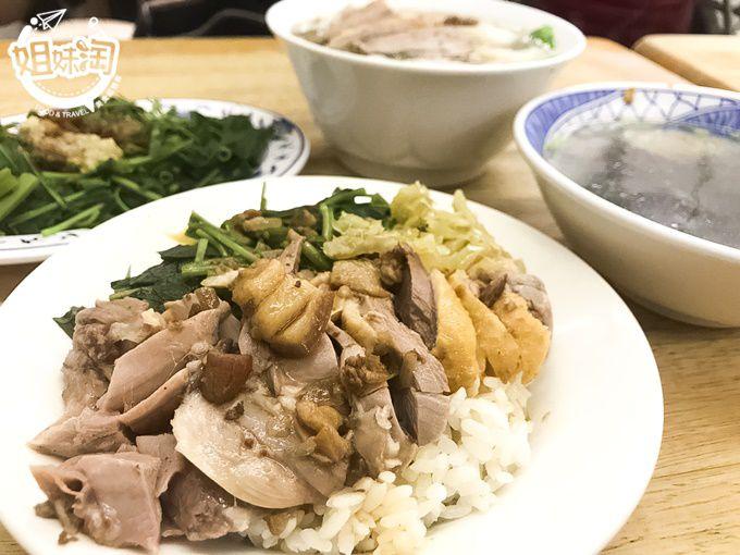 高醫商圈人氣鴨肉飯,煙燻過的鴨肉更有味道-鴨肉麵館