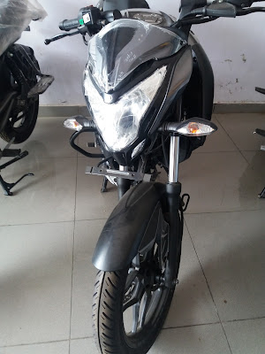 New 2017 Bajaj Pulsar NS160 in Show room pics