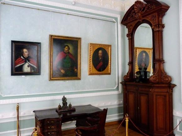 Батурин. Палац графа Розумовського. Портрети і інтер'єри