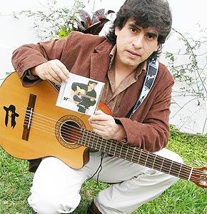 Foto de William Luna con su guitarra