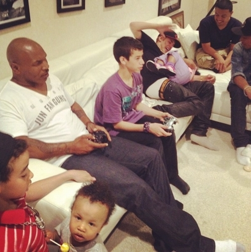 All About Justin Bieber Justin Bieber With Mike Tyson And His Kids