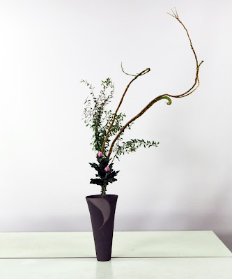 生け花(石化柳、ユキヤナギ、菊)生花新風体