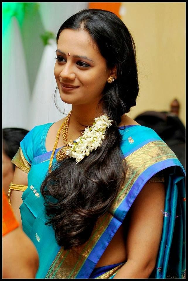 Marathi Actress   Heroine Spruha Shirish Joshi Photos