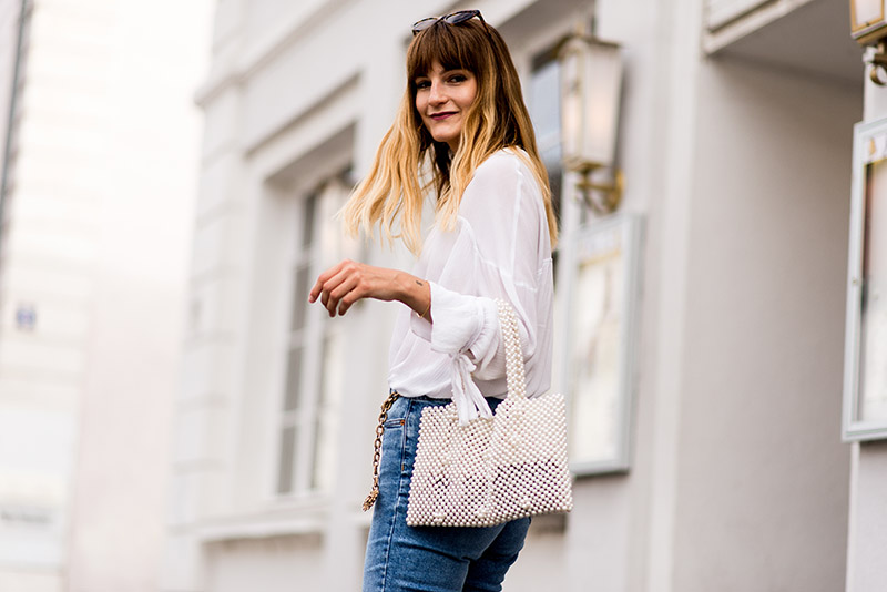 curtain-bangs-frange-rideau-blogger-mango-pearls-bag-idea-tendance-german-blogger-transition-outfit-ideachic-french-style-chic-outfit-idea-french-retro-outfit-idea