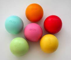 Son Trứng Dưỡng Môi EOS Lip Balm