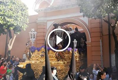 Salida de Santa Marta el Lunes Santo desde la Parroquia de San Andrés para comenzar su Estación de Penitencia del Lunes Santo en la Semana Santa de Sevilla del año 2017