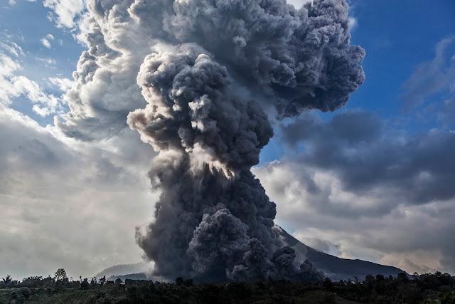 Gunung Gamalama Meletus, Warga Berlindung di Rumah
