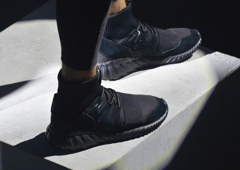 meet d5571 6f7f9 Adidas Tubular Doom Triple Black On Feet