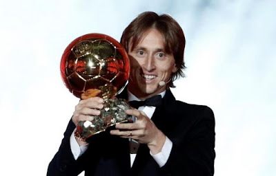 [Imagen: Luka_Modric_ganador_del_Balon_de_Oro_201...2%2529.jpg]