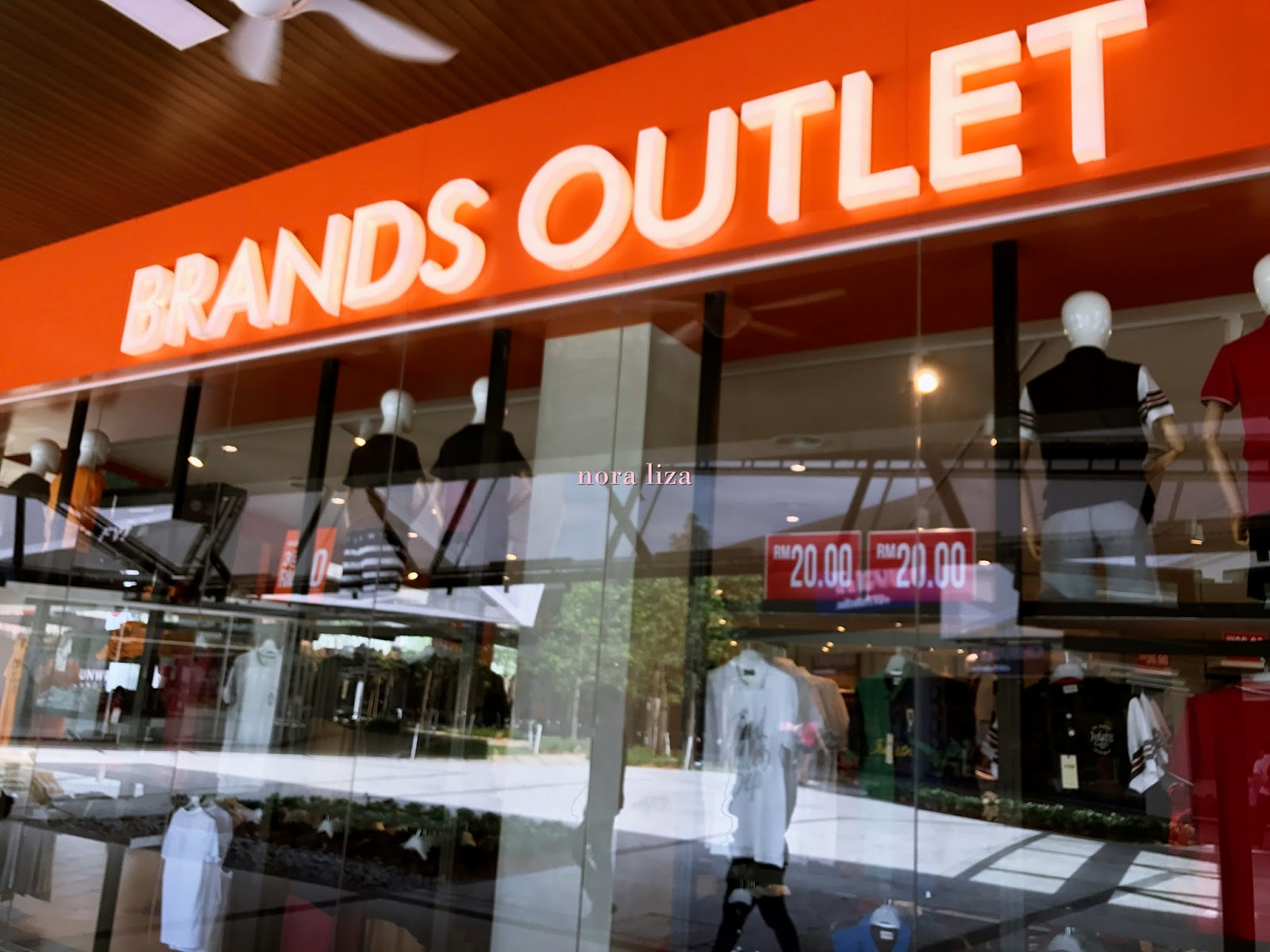 Penang outlet mall design village whats the hype about for Outlet design