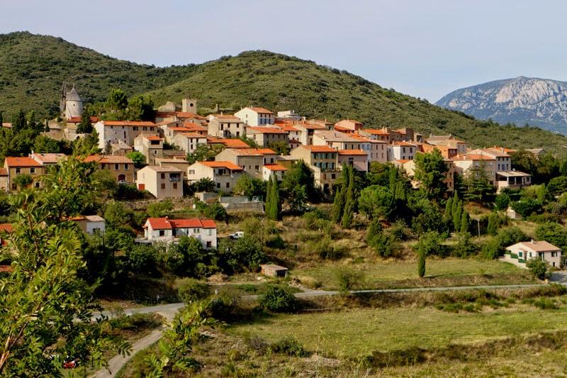 Le village de Cucugnan dans l'Aude Pays Cathare