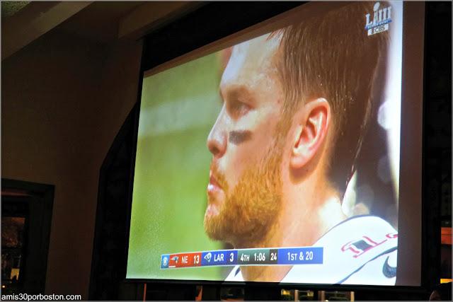 Tom Brady en la Pantalla del Restaurante