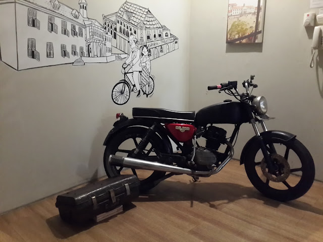old-motorcycle, hostel, the-packer-lodge, jakarta, kota