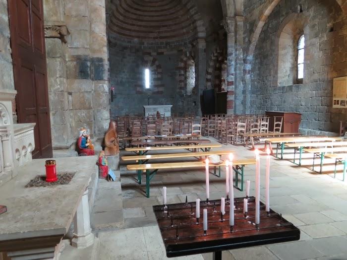 Intérieur de l'église de Thines