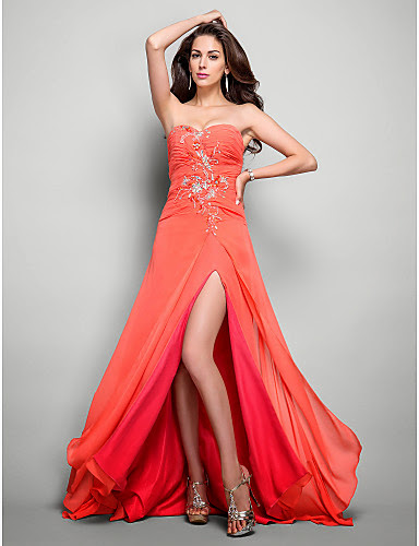 gaun malam belahan paha