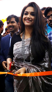 Keerthy Suresh in Saree with Cute Smile at Happi Mobile Store Launch in Guntur 3