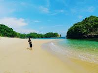 Menjelajah Pantai Kedung Celeng di Malang yang Belum Banyak Dijamah