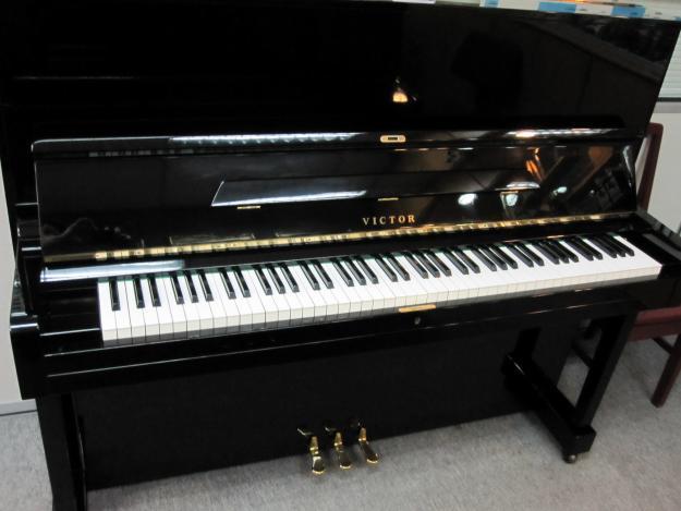 dan piano victor v52