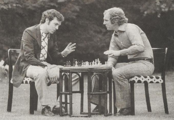 Y'A PAS QU'LE FOOT. Bobby Moore et Franz Beckenbauer.