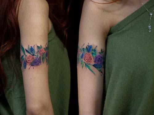 kadın çiçekli kol bandı dövmesi woman floral armband tattoo