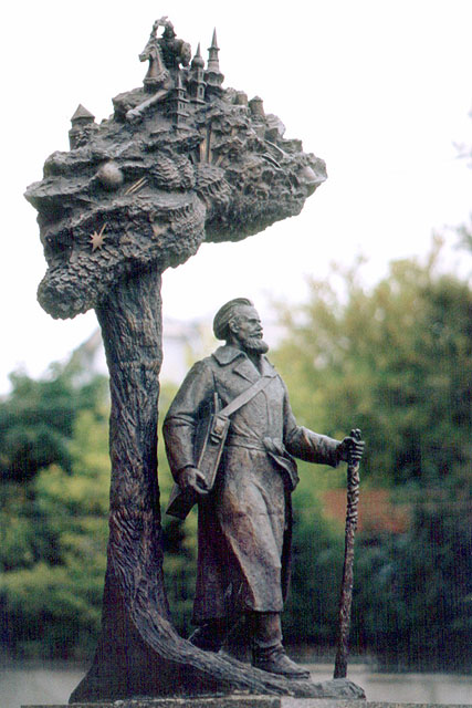 Eternal Wanderer by Igor Golubev, monument to the Belarusan painter Yazep Drazdovich, Troitskoe Predmestie, Minsk