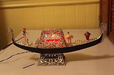 Gondola souvenir in plastica con spina e luci colorate