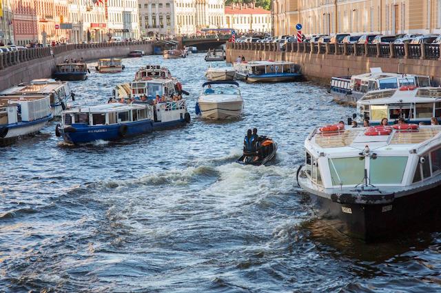 Кораблики в Санкт-Петербурге фото. Река Мойка фото