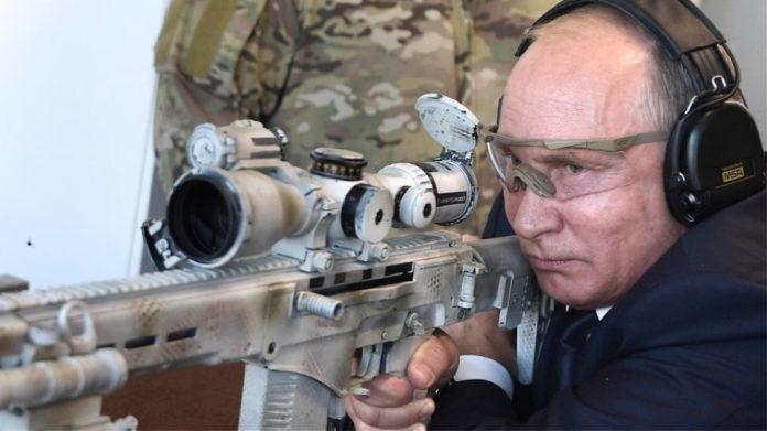 Ο Πούτιν ρίχνει με το νέο καλάσνικοφ και τους αφήνει όλους με το στόμα ανοιχτό (βίντεο)
