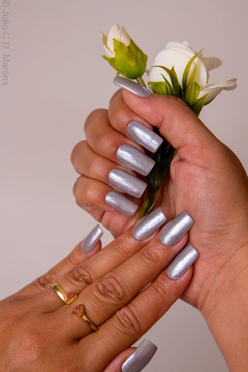 Esmalte da semana: prata metalizado, tendência outono/inverno