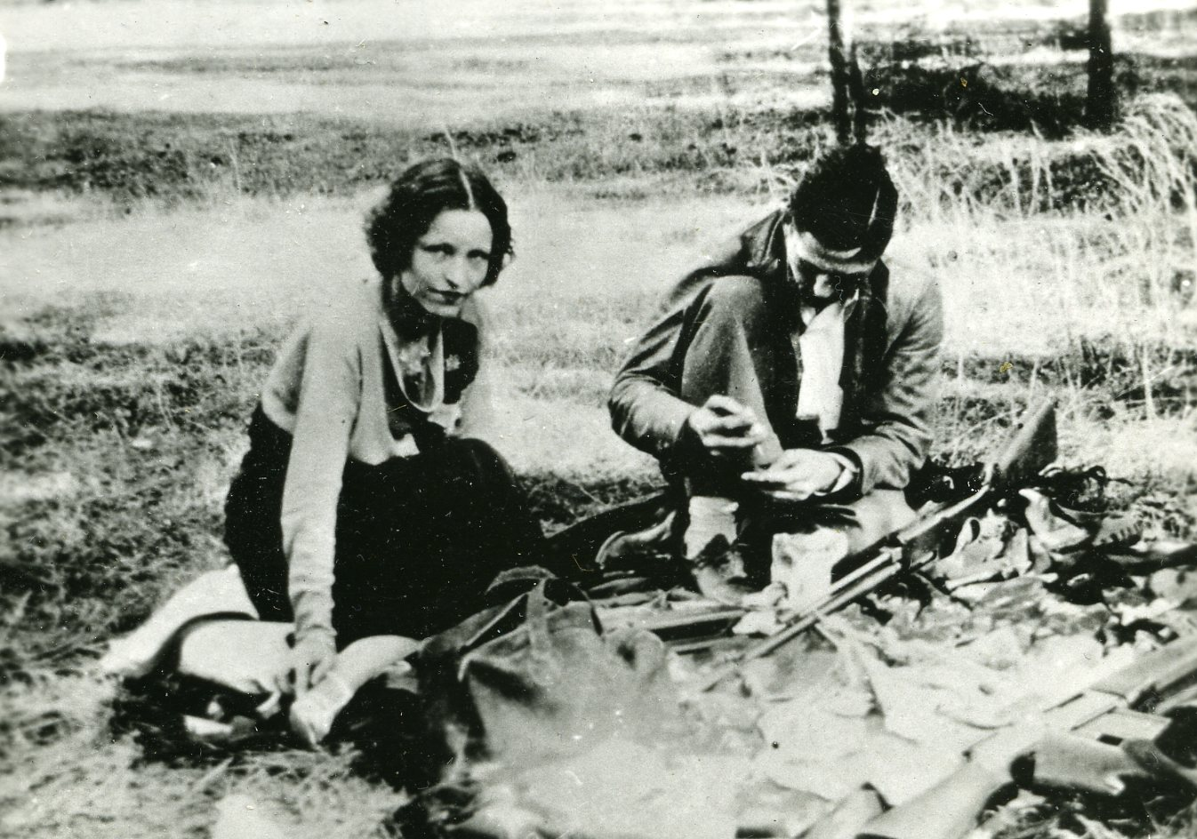 bonnie and clyde Bonnie elizabeth parker (october 1, 1910 – may 23, 1934) and clyde chestnut  barrow also known as clyde champion barrow (march 24, 1909 – may 23,.