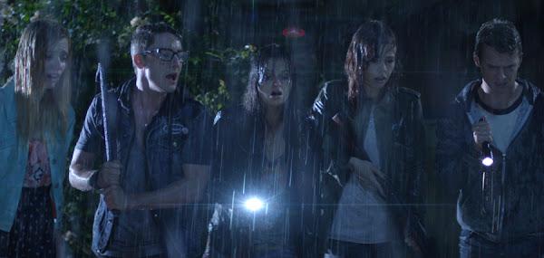 Grupul de prieteni ce omoară o fiinţă de pe altă planetă în filmul Extraterrestrial