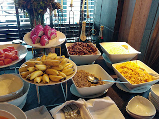 The Continent Hotel, Restaurant Medinii breakfast