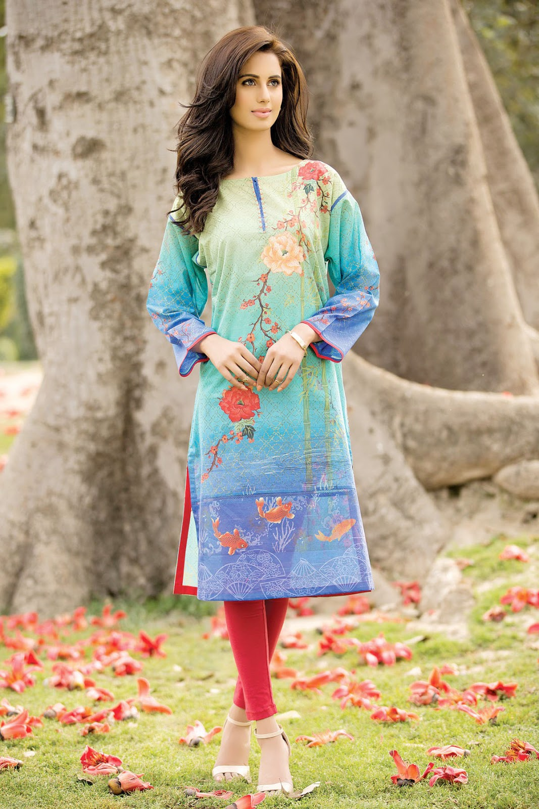 Latest Pakistani Dresses Designs for Girls For Eid-Ul-Azha ...