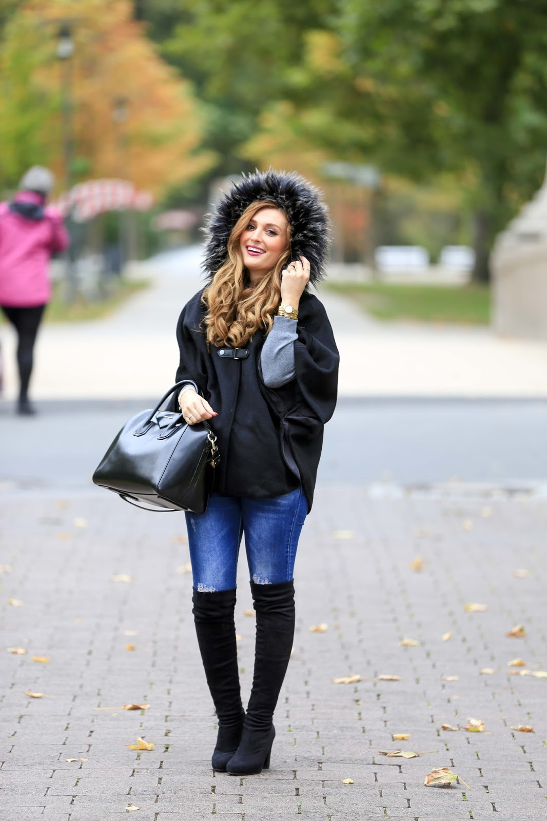Blogger aus Deutschland- wie kombiniere ich Overknees - Overknees tragen- schwarze Overknees - was trage ich im Winter - Schwarzes Cape - Fashionblogger - Blogger