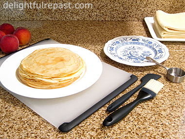 How to Make Crepes / www.delightfulrepast.com